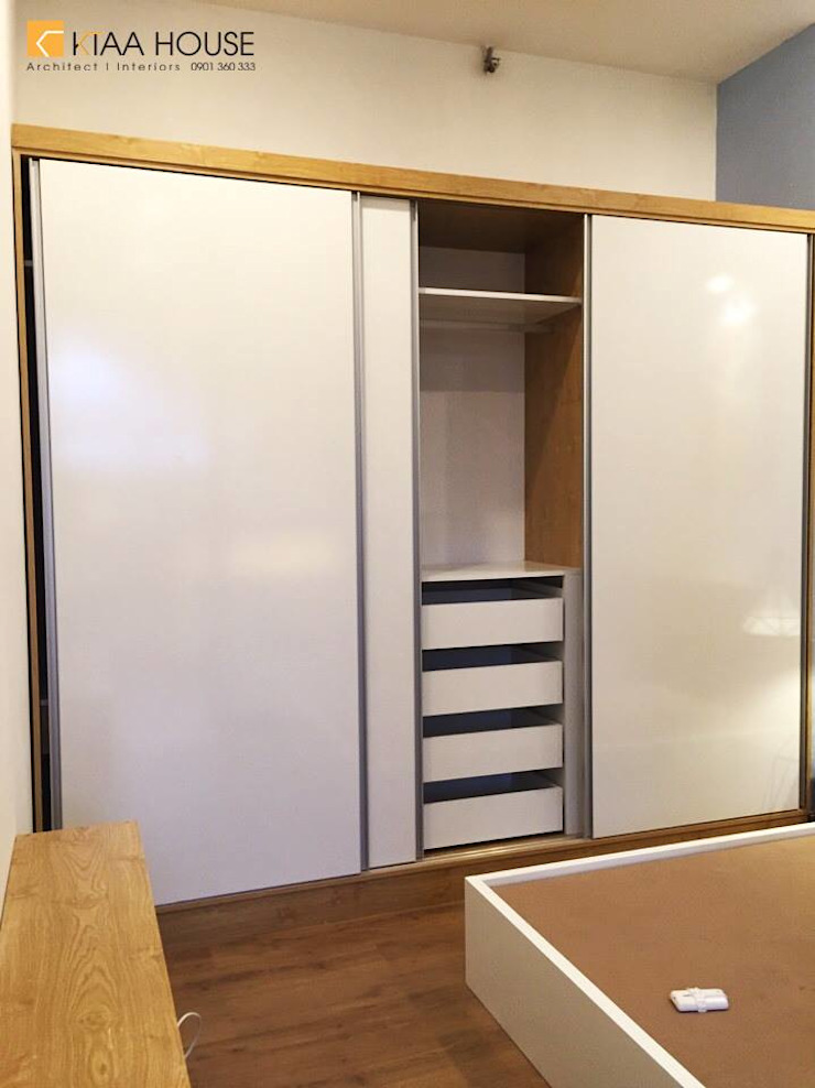 Căn hộ siêu tiết kiệm – Chung cư Ehome 2 Phòng thay đồ phong cách hiện đại bởi KTAA HOUSE Hiện đại