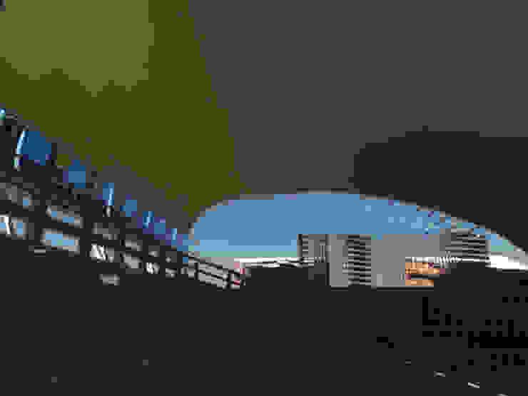 Propuesta arquitectónica, cubierta ecoeficiente para el anfiteatro en la terraza del edificio Módulo de Aulas de la Universidad Metropolitana de JOSE RAFAEL FERERO ARQUITECTO