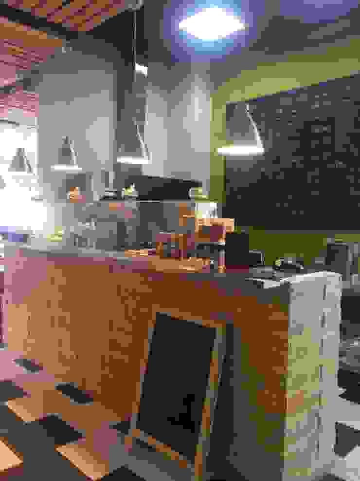 Arquitectura comercial para los locales de comida saludable CRUDO SABIDURÍA LÍQUIDA JOSE RAFAEL FERERO ARQUITECTO Restaurantes