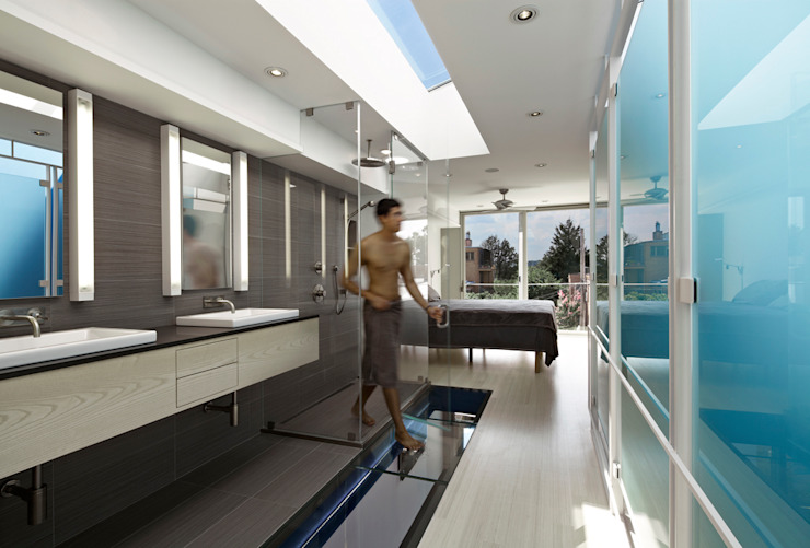 See-Through House Modern Bathroom by KUBE architecture Modern