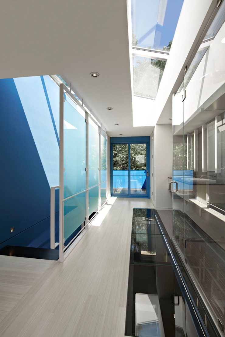 See-Through House by KUBE architecture Modern