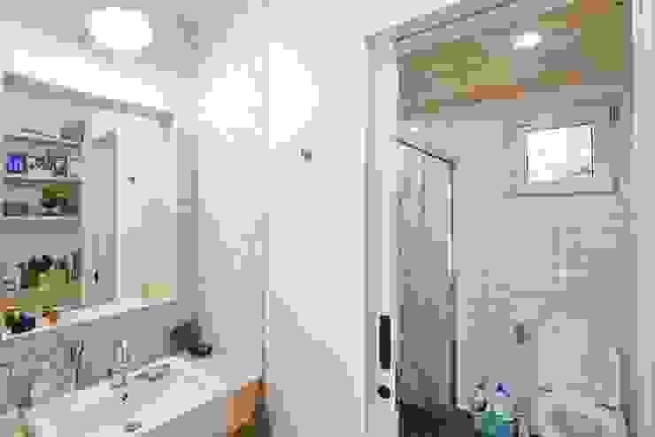 1층 화장실 컨트리스타일 욕실 by 위드하임 컨트리