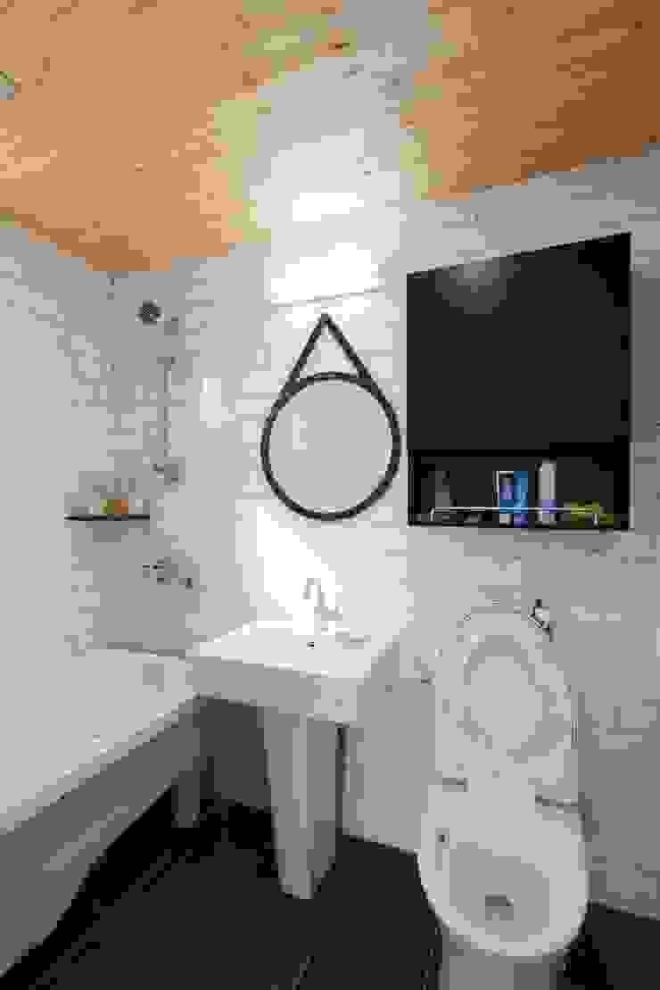 2층 화장실 컨트리스타일 욕실 by 위드하임 컨트리