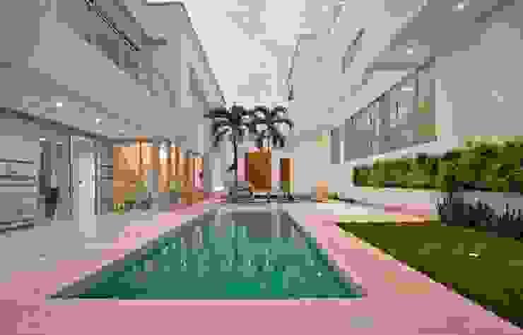 Casa MG Piscinas de estilo moderno de Cabas/Garzon Arquitectos Moderno