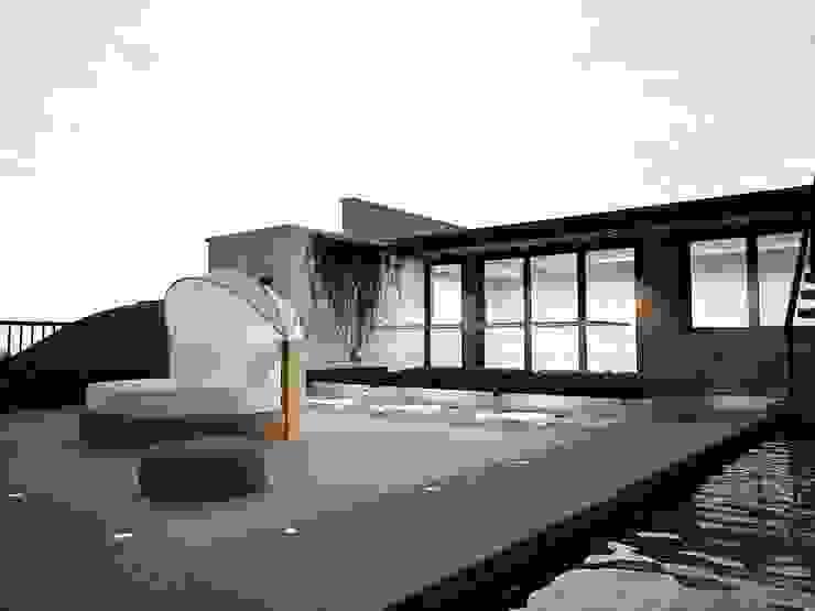 Conjunto Bifamiliar Playa Caballeros Balcones y terrazas modernos de Artem arquitectura Moderno