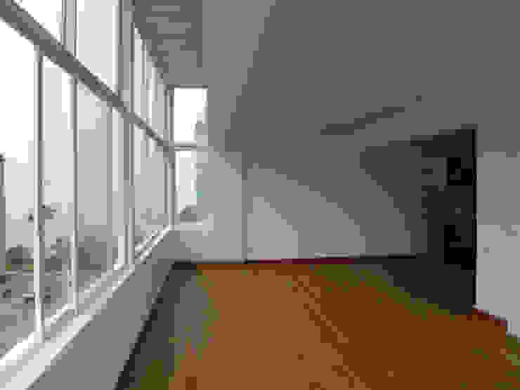 Penthouse Barranco Puertas y ventanas modernas de Artem arquitectura Moderno