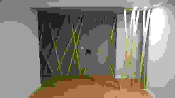 Couloir, entrée, escaliers modernes par C evolutio Lda Moderne