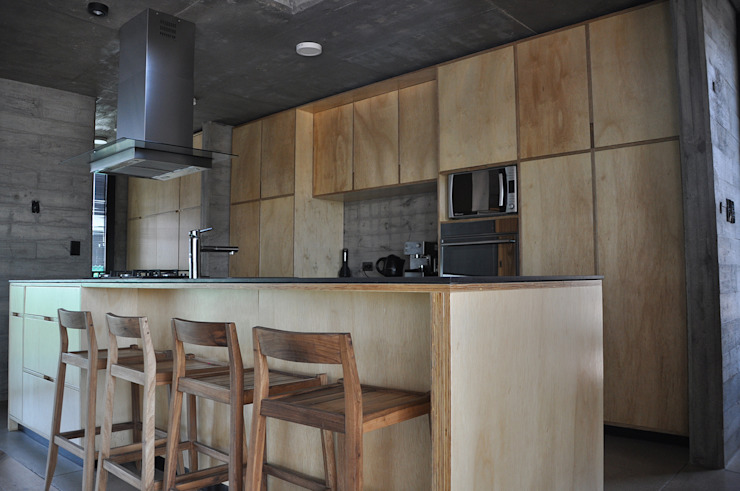 Industrial style kitchen by En bruto Industrial