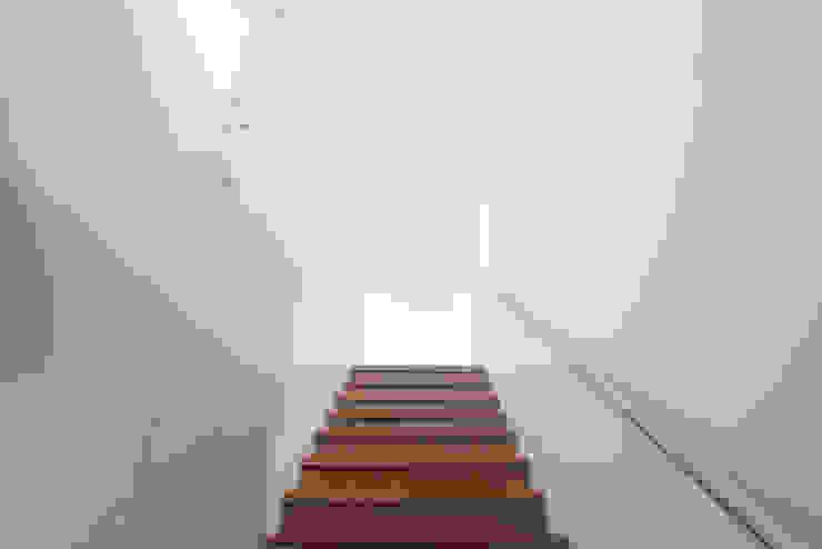 Penthouse dúplex San Isidro: Escaleras de estilo  por Artem arquitectura,