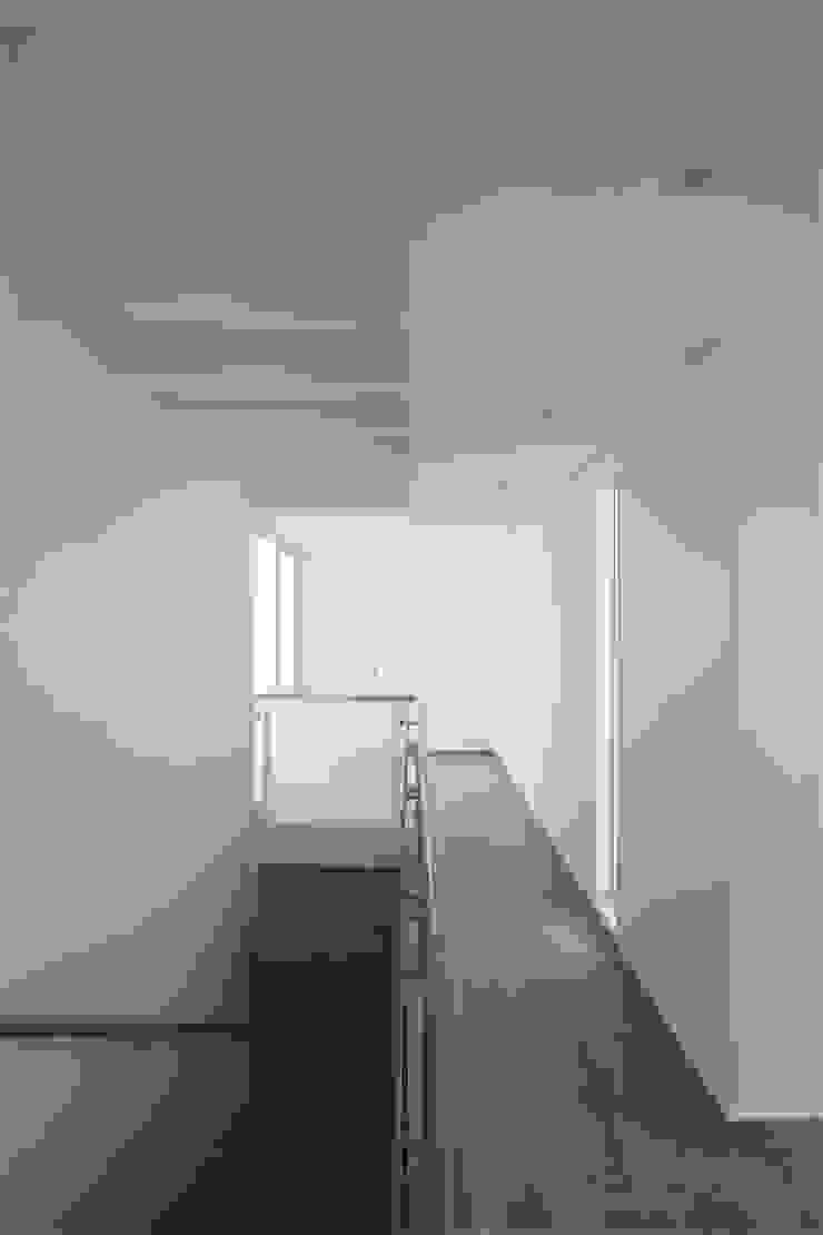 Penthouse dúplex San Isidro Pasillos, vestíbulos y escaleras minimalistas de Artem arquitectura Minimalista