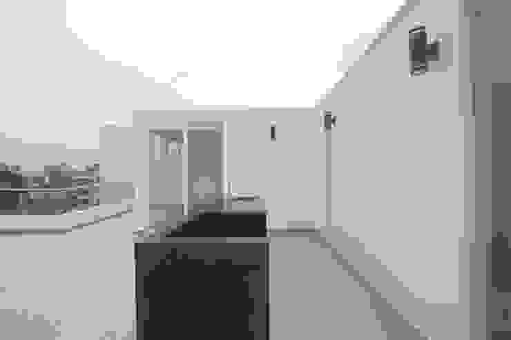Penthouse dúplex San Isidro Balcones y terrazas minimalistas de Artem arquitectura Minimalista