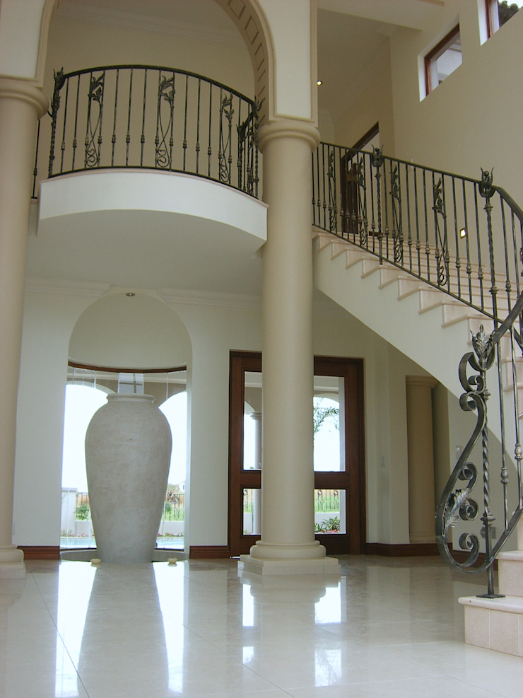 House in Blue Valley Golf Estate Classic style corridor, hallway and stairs by Metallica Steel Innovators Classic