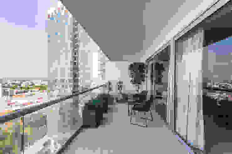 Terraza con vista a la ciudad Balcones y terrazas modernos de René Flores Photography Moderno