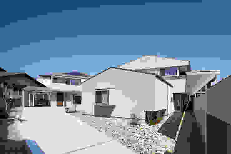 by 株式会社 藤本高志建築設計事務所