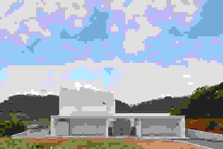 森の二世帯 ミニマルな 家 の 久友設計株式会社 ミニマル 鉄筋コンクリート