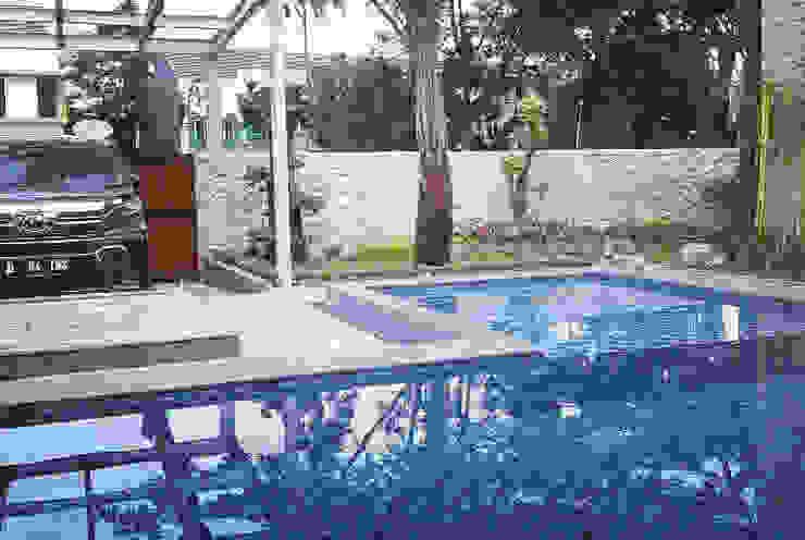 Taman dan kolam renang Oleh Tukang Taman Surabaya - Tianggadha-art Mediteran Batu