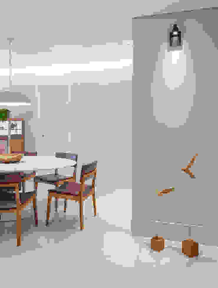 Amis Arquitetura e Decoração Pasillos, vestíbulos y escaleras modernos