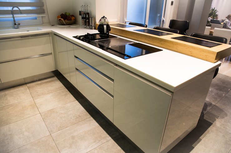 Kitchen units by Design Hub interiors by Çise Mısırlısoy İç Mimar , Modern Wood-Plastic Composite