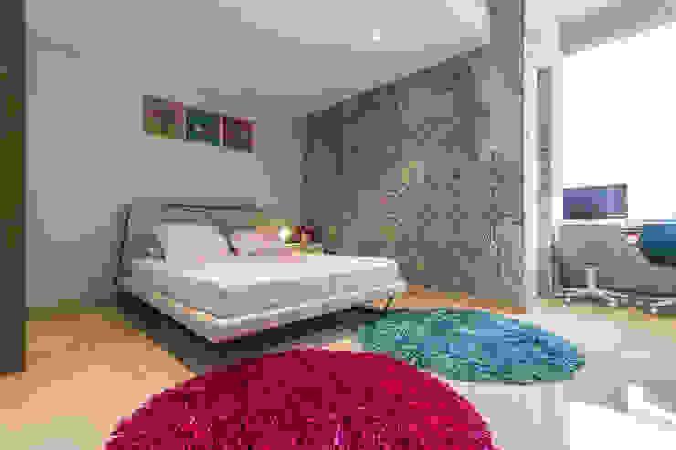 Habitación de las niñas - Nivel inferior de Design Group Latinamerica Ecléctico Piel Gris
