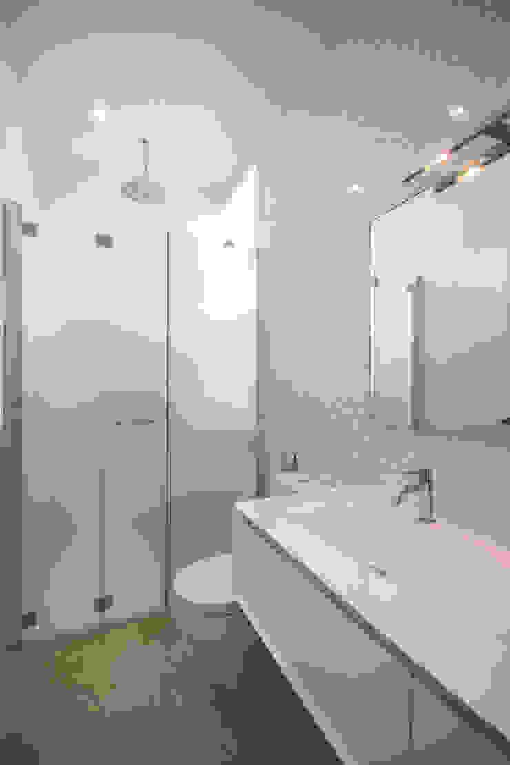 Baño principal Baños de estilo minimalista de Design Group Latinamerica Minimalista