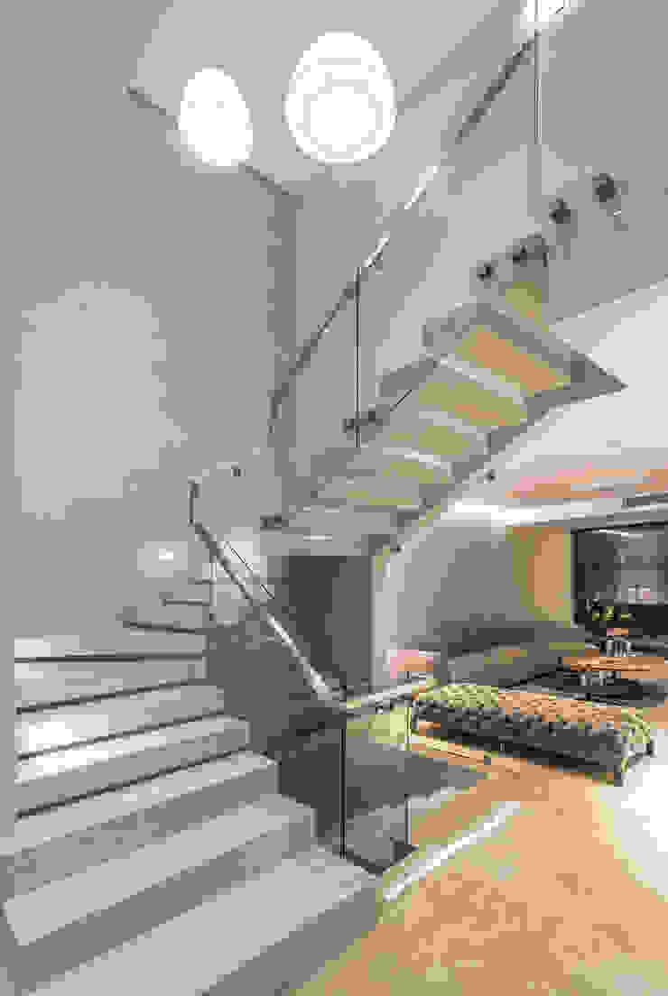 Escaleras de Design Group Latinamerica Moderno Piedra