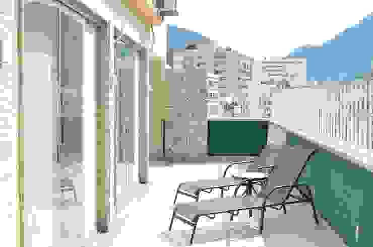 StudioTrans.Forma Balkon, Beranda & Teras Modern Batu Green