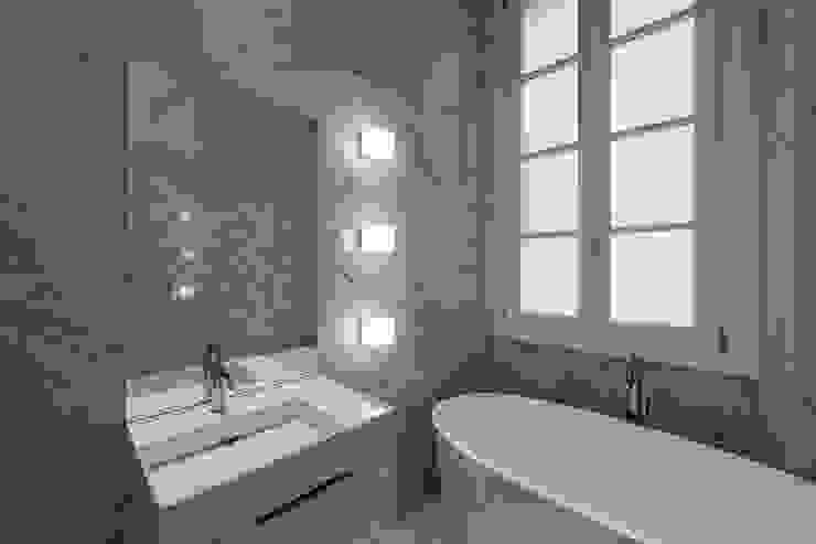Bathroom Vemworks llc Bagno moderno Marmo Bianco