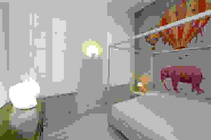 Bedroom Vemworks llc Camera da letto moderna Bianco