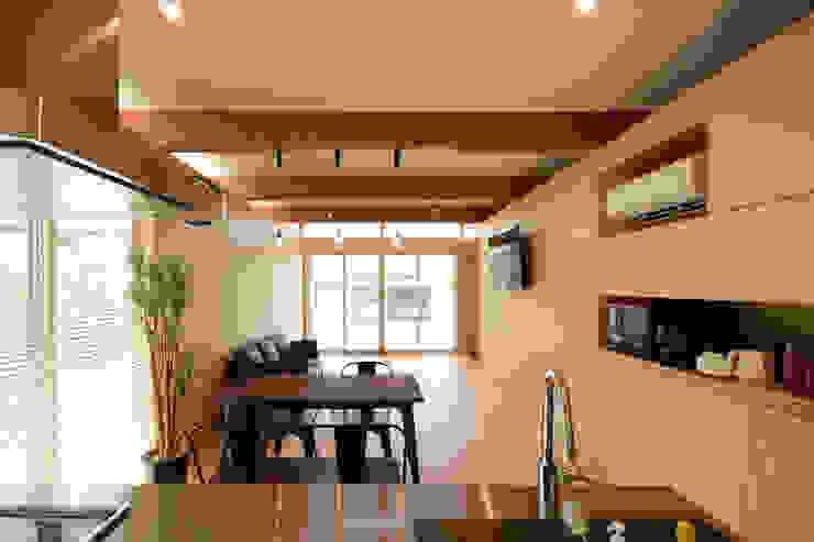ダイニング ミニマルデザインの リビング の 土居建築工房 ミニマル 合板(ベニヤ板)