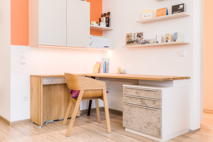 """Stadtwohnungen und Zweitwohnsitze –  muss ich auf das """"Zuhause-Gefühl"""" wirklich verzichten?  :  Arbeitszimmer von Horst Steiner Innenarchitektur"""