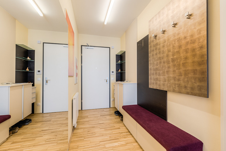 Modern Corridor, Hallway and Staircase by Horst Steiner Innenarchitektur Modern