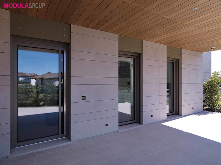 Serramenti Schuco Modula Group Srl Casa unifamiliare Alluminio / Zinco Beige