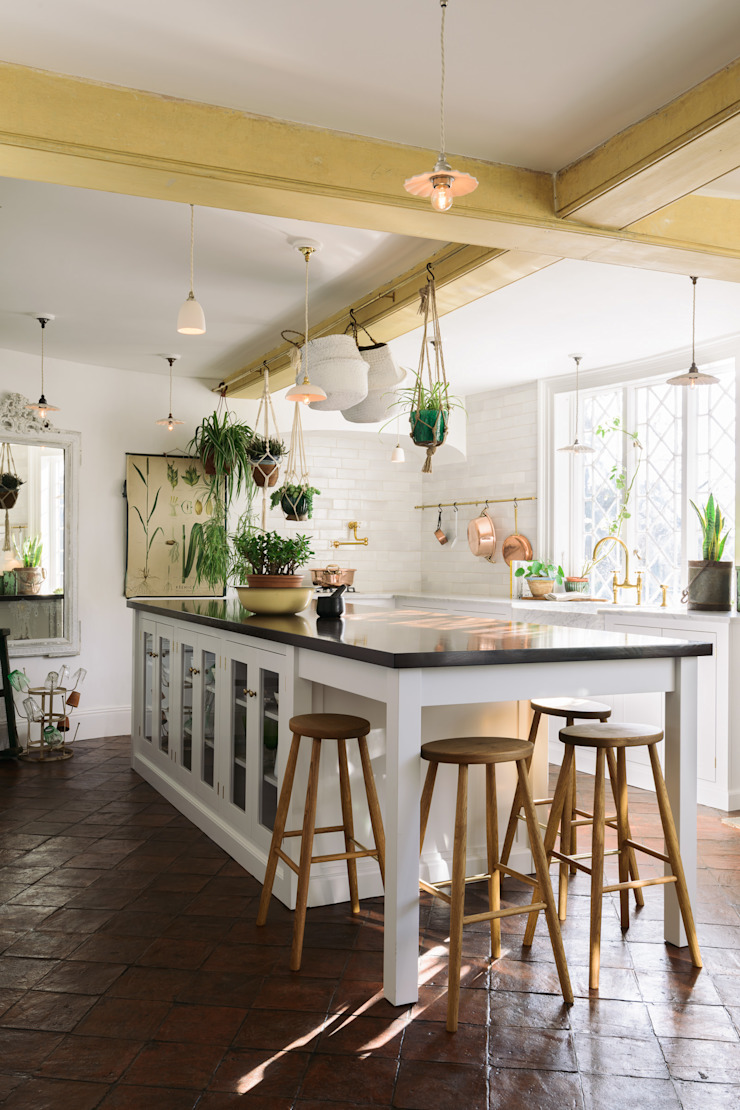 The Mill House Kitchen by deVOL by deVOL Kitchens Mediterranean Solid Wood Multicolored