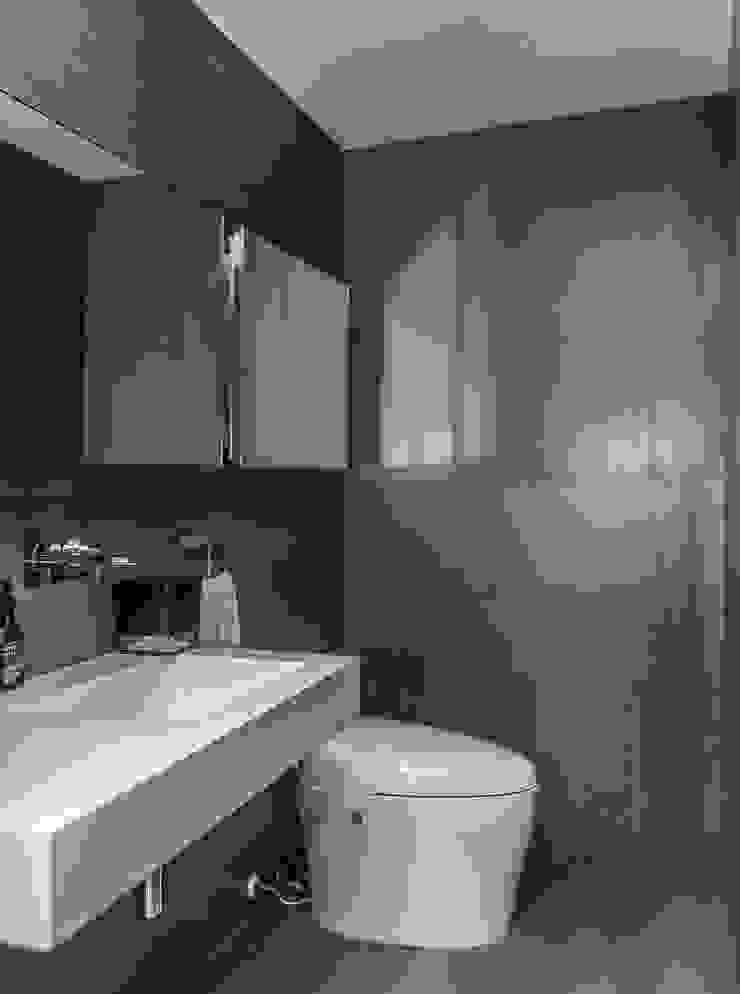 Bathroom Modern Bathroom by Design Group Latinamerica Modern
