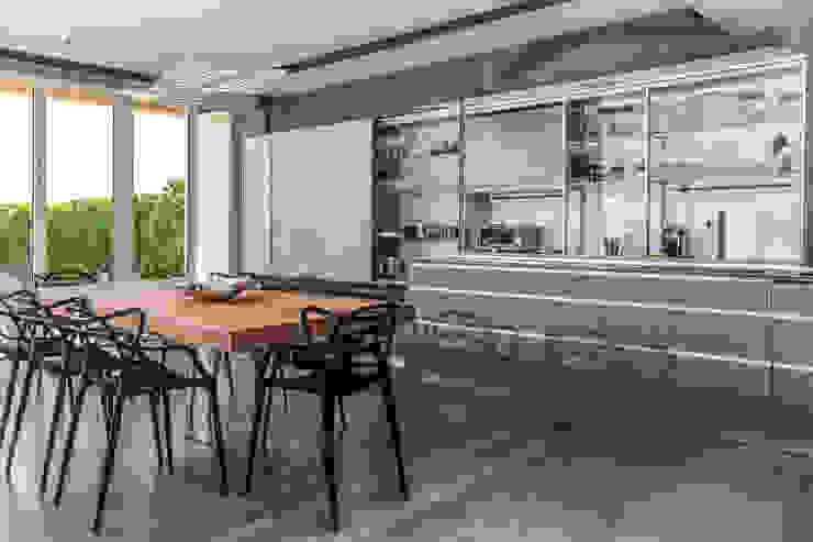 Sala da pranzo moderna di Design Group Latinamerica Moderno