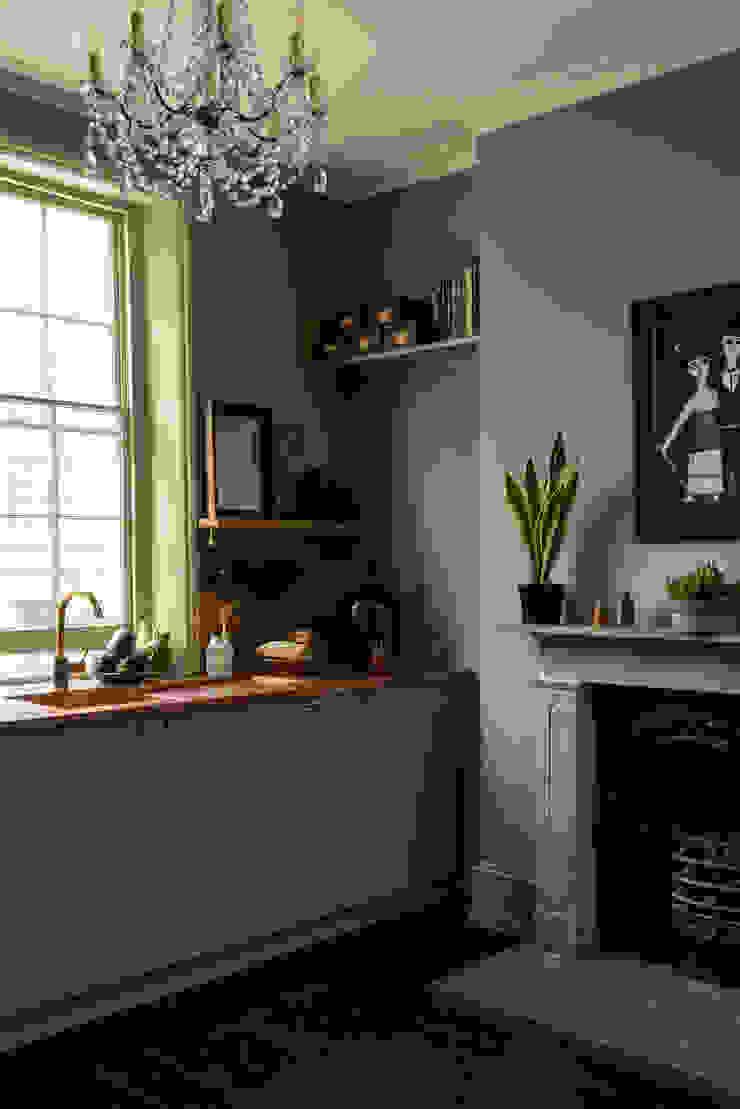 The Sebastian Cox Kitchen at St. John's Square by deVOL Modern Kitchen by deVOL Kitchens Modern Solid Wood Multicolored