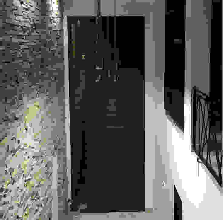 Casa en San Benito Pasillos, vestíbulos y escaleras modernos de Estudio Enlace Moderno