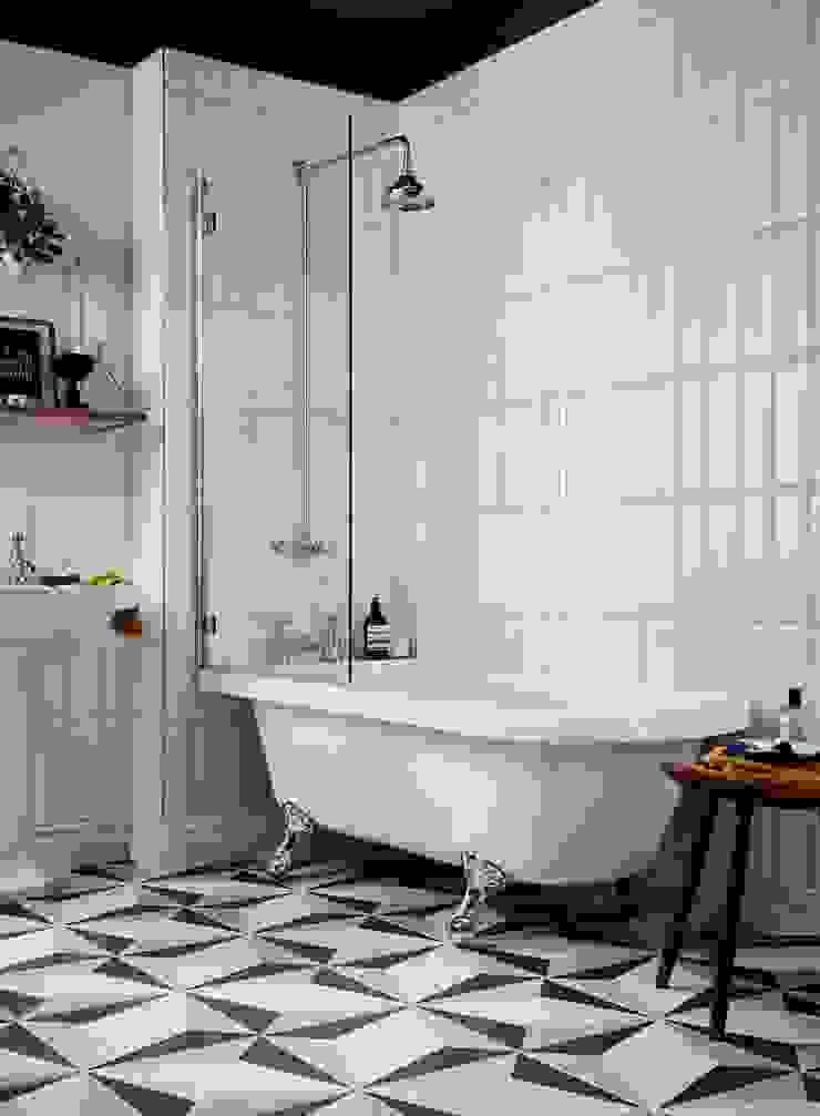 Tilbury freestanding acrylic bath Classic style bathroom by Heritage Bathrooms Classic