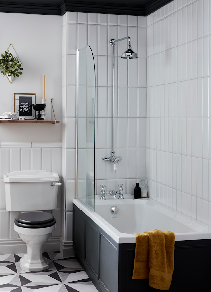 Granley WC and fitted bath Classic style bathroom by Heritage Bathrooms Classic