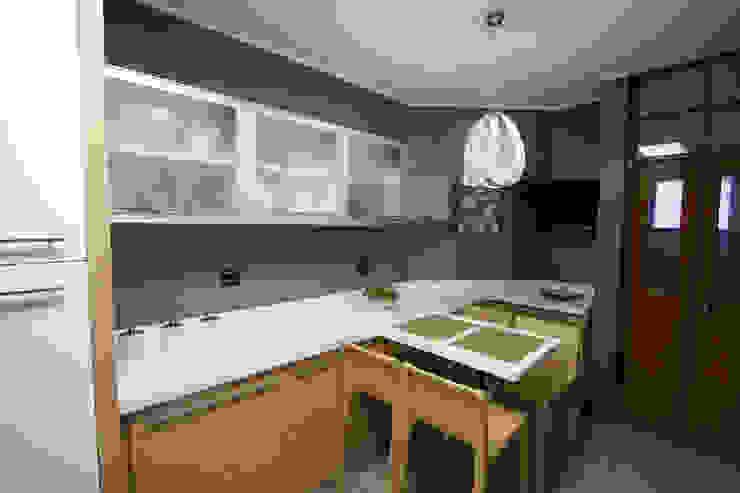 CASA AITANA Design Group Latinamerica CocinaEstanterías y gavetas