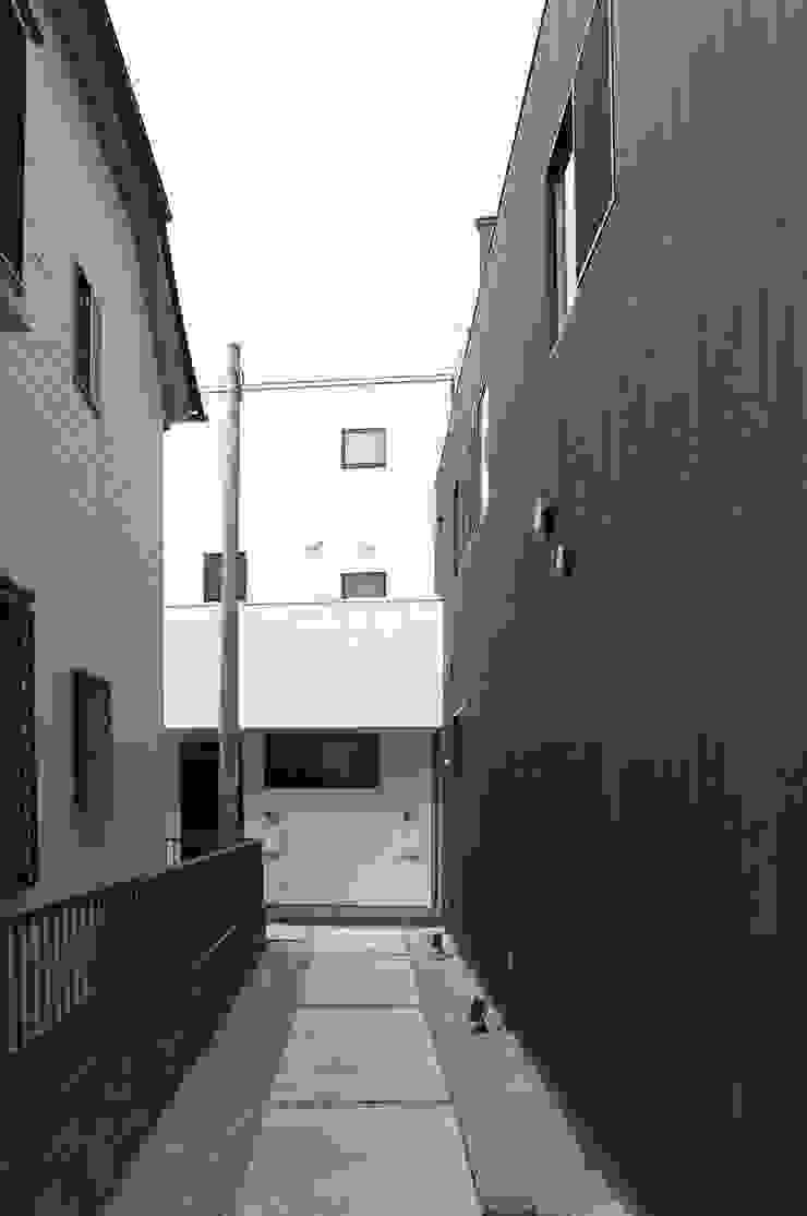 一級建築士事務所A-SA工房 Condomínios Madeira Efeito de madeira