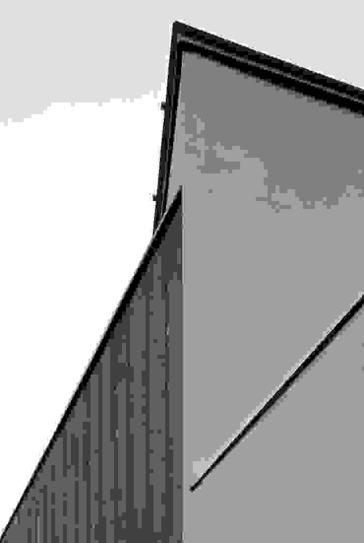 一級建築士事務所A-SA工房 Paredes e pisos modernos Madeira Efeito de madeira