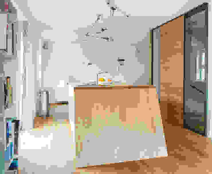 Het kookeiland by B1 architectuur Modern Wood Wood effect