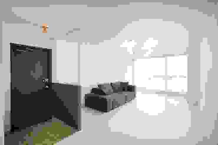 홍제 현대아이파크 APT 인테리어 리모델링(27py) 모던스타일 거실 by 바나나웍스 모던