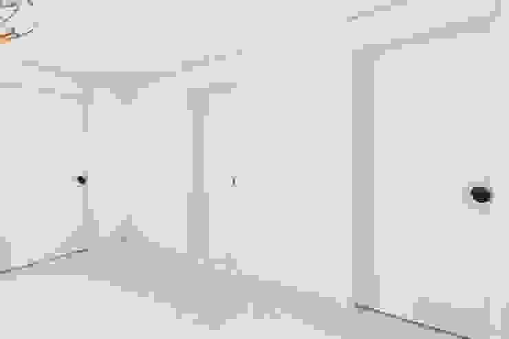 Modern living room by 바나나웍스 Modern