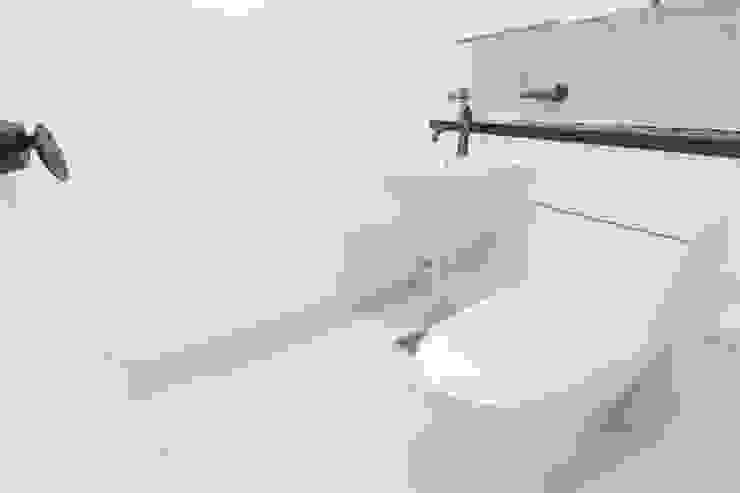 홍제 현대아이파크 APT 인테리어 리모델링(27py) 모던스타일 욕실 by 바나나웍스 모던