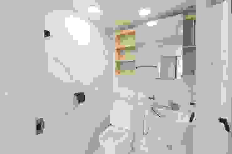 구로구 고척동 청솔 우성 APT 인테리어 리모델링(33py) 모던스타일 욕실 by 바나나웍스 모던