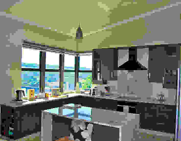 Cocinas modernas de Capital Kitchens cc Moderno Madera Acabado en madera