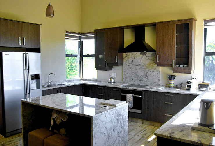 Jax Meyer Kitchen & BIC's Modern kitchen by Capital Kitchens cc Modern Wood Wood effect