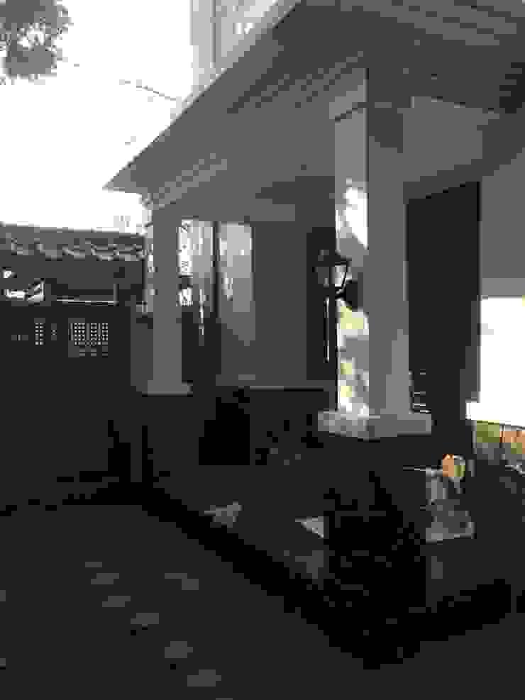 식민지스타일 발코니, 베란다 & 테라스 by Kahuripan Architect 콜로니얼 (Colonial) 벽돌